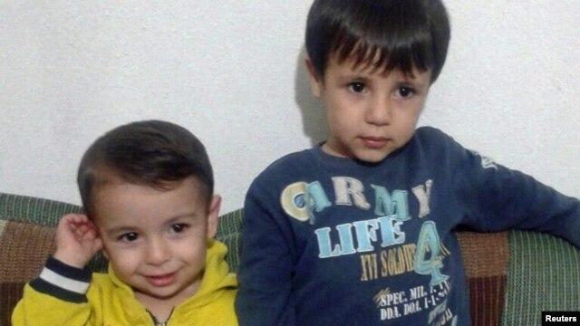آیلان سه ساله و گالیب پنج ساله
