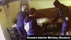 Кокорин и Мамаев в кафе – кадр видеозаписи