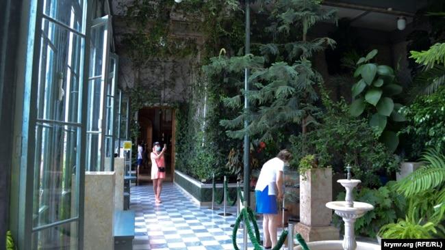 Зимний сад Воронцовского дворца, июль 2020 года