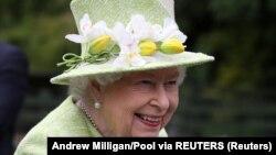 Буюк Британия қироличаси Елизавета II.