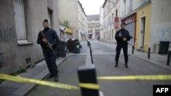 На французьких вулицях залишаються посилені патрулі