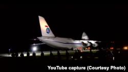 Vineri seara, pe aeroportul din Chișinău, președintele Igor Dodon a întâmpinat avionul cu materiale medicale cumpărate din China