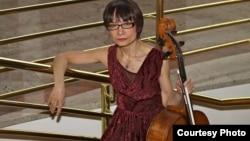 Известная виолончелистка Альфия Накипбекова.