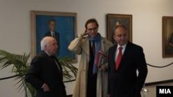 Медијаторот на ОН во спорот за името меѓу Македонија и Грција, Метју Нимиц и македонскиот преговарач во спорот Зоран Јолевски.