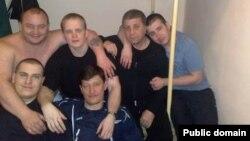 Екс-депутат Рувим Аронов в Сімферопольському СІЗО (другий справа у верхньому ряду)