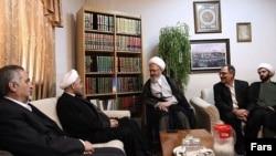 رییس جمهوری جدید ایران (نفر دوم از چپ) در دیدار با ناصر مکارم شیرازی
