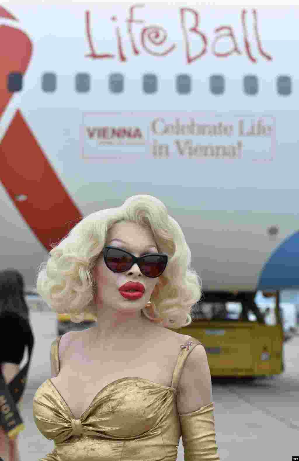 """Американская модель Аманда Лепор прибыла на 23-й ежегодный благотворительный """"Бал Жизни"""" в Вену, чтобы поддержать больных СПИДом и ВИЧ-инфецированных людей"""