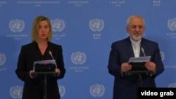 محمد جواد ظریف،وزیر خارجه ایران در کنار فدریکا موگرینی، مسئول سیاست خارجی اتحادیه اروپا