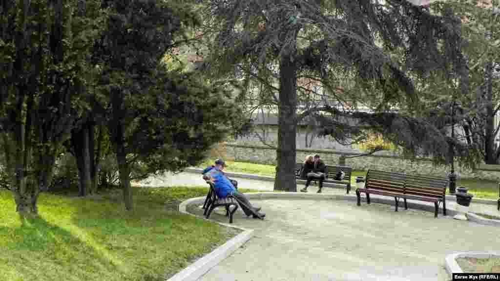 Севастопольцы любят отдыхать на Малаховом от шума городских улиц