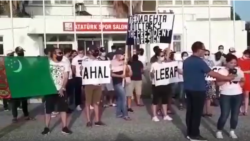 Türkiýedäki türkmenistanlylar protest çykyşlary üçin jeza hökmünde öz ýurduna iň soňunda çykarylar