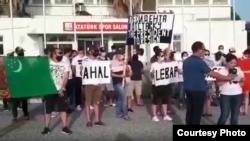 Demirgazyk Kiprde proteste çykan türkmenler