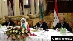 """Первое заседание Совета инвесторов Таджикистана и Саудовской Аравии, резиденция таджикского правительства """"Пугус"""", Варзоб, 27 июня 2011 года."""
