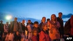 Мигранты, прибывшие в Европу, на границе Македонии и Греции. Октябрь 2015 года. Иллюстративное фото.