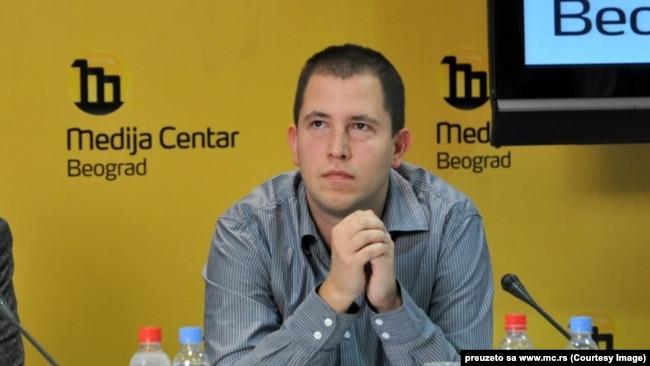 Obraća biračkom telu koje već postoji, ali je trenutno pasivno i raspodeljeno na stranke koje ga ne artikulišu u potpunosti: Dušan Spasojević.