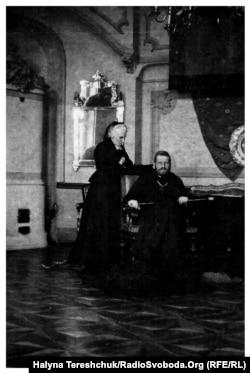 Митрополит Андрей Шептицький із мамою Софією Фредро-Шептицькою (архівне фото)