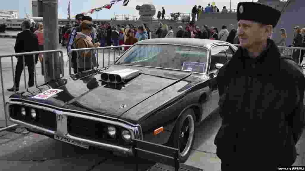 Виставка ретро-автомобілів «Женщины. Цветы. Автомобили»