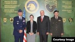 Ndihmës Sekretarja amerikane e Mbrojtjes, Evelyn N. Farkas pas takimeve me ministrin e FSK-së, Agim Çeku