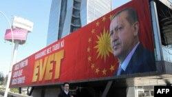 R.T.Erdoğan-ın seçki plakatı.