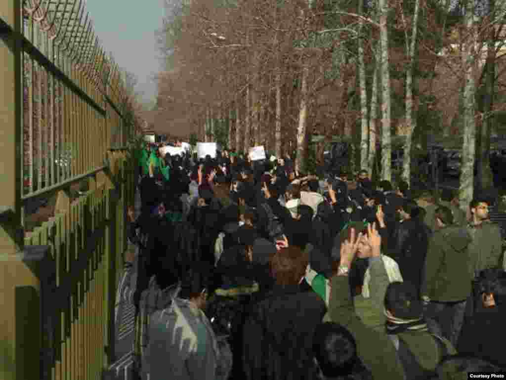 Iran – Iranian protesters clash with Basij militias in Tehran's university of Science and Industry on Tuesday, December 29, 2009 - Iran – Iranian protesters clash with Basij militias in Tehran's university of Science and Industry on Tuesday, December 29, 2009