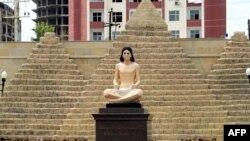 Древнеегипетская статуя на месте памятника Хосни Мубараку в городе Кирдала.