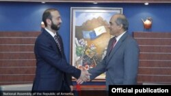 Председатель Национального собрания Армении Арарат Мирзоян (слева) и председатель Палаты представителей Республики Кипр Димитрис Силурис, Никосия, 4 июля 2019 г.