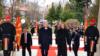 МАКЕДОНИЈА - Колега Дамире, се гледаме наскоро во НАТО, му порача македонската министерка за одбрана Радмила Шекеринска на нејзиниот хрватски колега Дамир Крстичевиќ, за време на неговата официјална посета на Македонија.