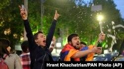 Ermənistanda Sarkisian-ın vəzifədən getməsini bayram edirlər