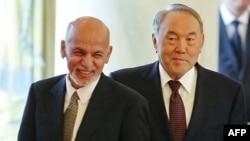 Президент Казахстана Нурсултан Назарбаев (справа) и президент Афганистана Ашраф Гани. Астана, 20 ноября 2015 года.