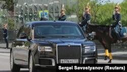"Путин прибыл на инаугурацию на новом автомобиле проекта ""Кортеж"""