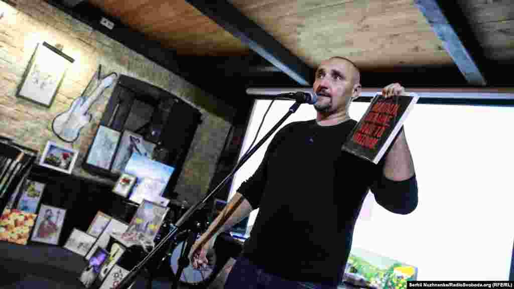 Співак Сергій Фоменко, фронтмен гурту «Мандри» презентує свій лот