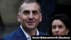 Элисашвили не скрывает, что поводом для его решения стала поддержка его кандидатуры населением Тбилиси на выборах в мэры столицы