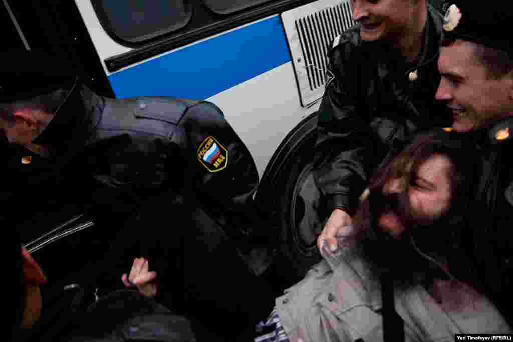"Russia -- Police detain participants of an opposition rally at Triumfalyana Square ""Elections With No Opposition is a Crime"", 11Oct2011"