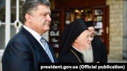 Прэзыдэнт Украіны Пятро Парашэнка і Канстантынопальскі патрыярх Варфаламей, 10 сакавіка 2016 году.