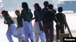 Талибан кол салган мектептин окуучулары. 16-декабрь.