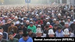 Бишкек. Эски аянттагы намаз. 24-сентябрь, 2015-жыл