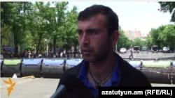 Член инициативы «Нет грабежу!» Вагинак Шушанян, Ереван, 25 июня 2015 г.