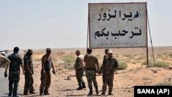 میدان نفتی العمر در استان دیرالزور قرار دارد و کنترل آن تا سال ۲۰۱۳ در دست نیروهای دولتی سوریه بود.