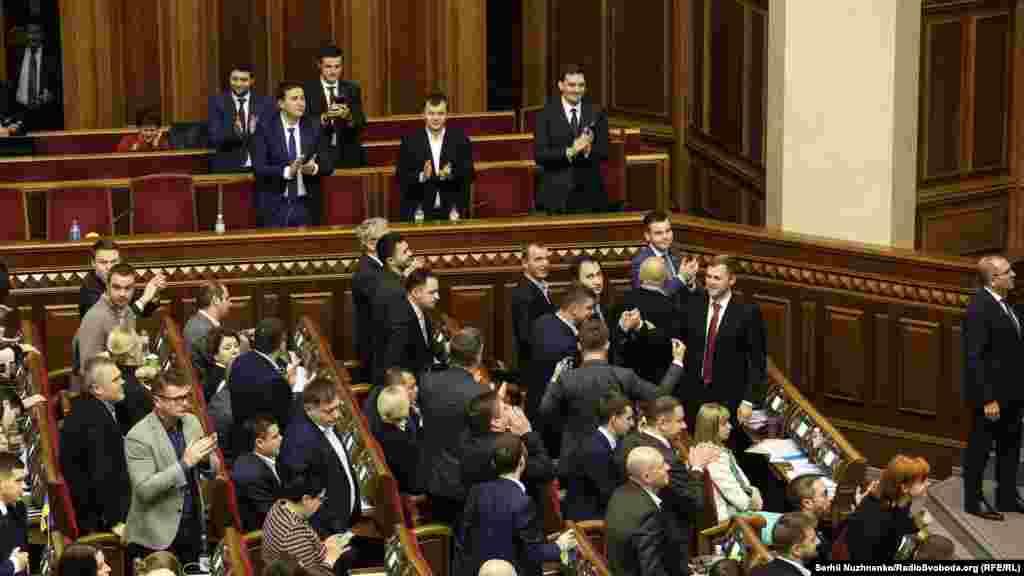 Міністр економіки Тимофій Мілованов заявляє, що землі сільськогосподарського призначення не можуть передаватися у власність іноземцям. Це передбачено в законопроєкті.