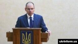 Після оприлюднення указу про його відсторонення Максим Степанов заявив, що відмовляється йти у відставку
