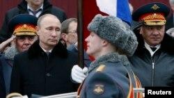 Орус президенти Владимир Путин жана Орусиянын коргоо министри Сергей Шойгу.