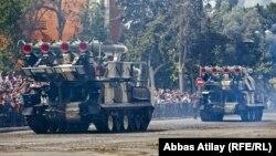 Ադրբեջանի բանակը իր զինտեխնիկան է ցուցադրում Բաքվում անցկացվող զորահանդեսի ժամանակ, 26-ը հունիսի, 2013թ․