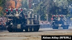 Ադրբեջանի բանակը Բաքվում զորահանդեսի ժամանակ ցուցադրում է իր զինտեխնիկան, արխիվ