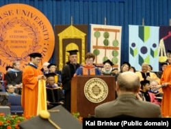 Билли Джоэл получает диплом доктора изящных искусств в Сиракузском университете, США. 14 мая 2006