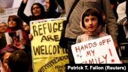 Протесты против антимигрантского указа Трампа