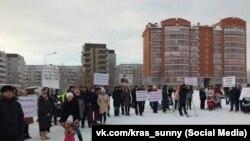 Жители микрорайона Солнечный в Красноярске на митинге