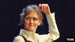 Полина Рашкина выступает в «Черешневом лесу»