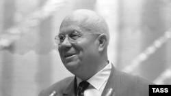 در چهارم مارس سال ۱۹۶۰ ميلادی «نيکيتا خروشچف» رهبر وقت شوروی به کابل سفر کرد