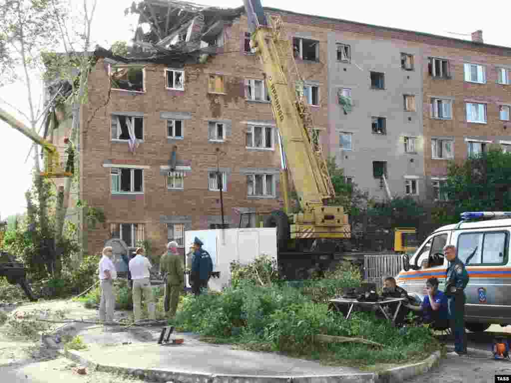 В результате взрыва бытового газа в Омске погибло два человеа