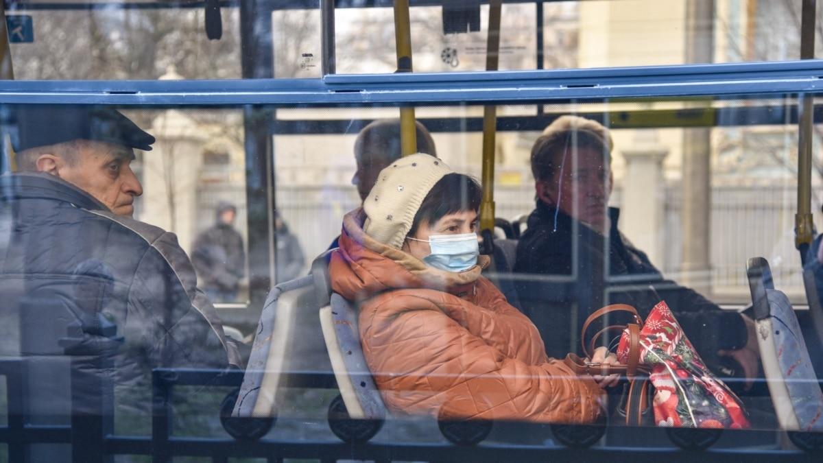 Карантин: в Киеве по маршрутам метро курсирует наземный транспорт