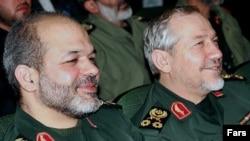 احمد وحیدی (چپ)، وزیر پیشنهادی دفاع در کنار رحیم صفوی، فرمانده سابق سپاه پاسداران